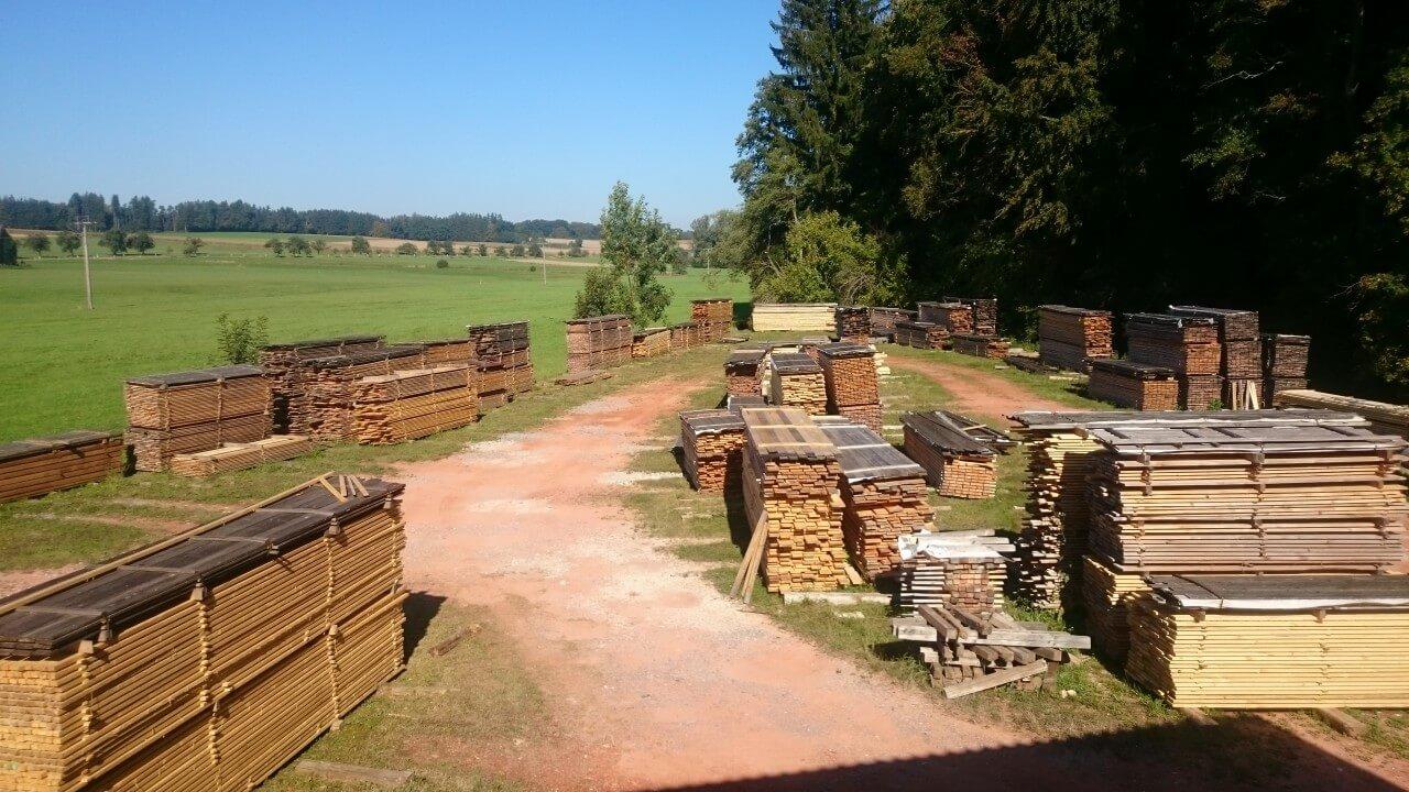 Freilufttrocknung der Holzprodukte